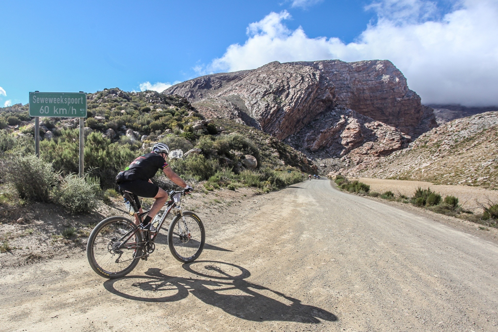 Line entries, to the race which ascents and descends through one of South Africa's most beautiful poorts, are available at registration on the 29th and 30th of September. Photo by Oakpics.com.